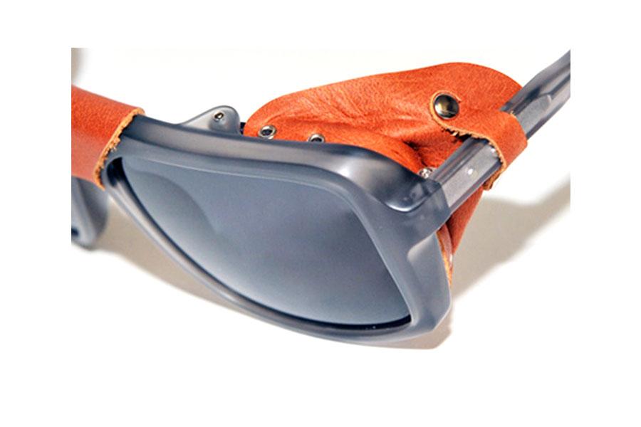 Occhiale-da-sole-THOM-BROWNE-mod-TB010-dettaglio